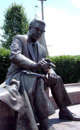 Art Rooney Statue